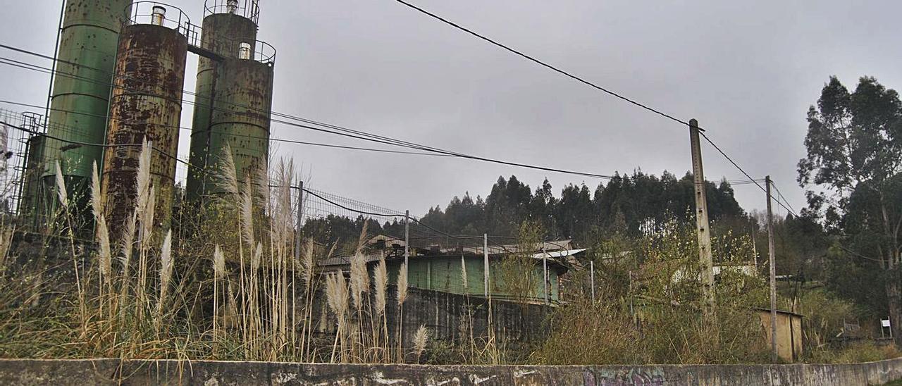 Estado actual de las instalaciones propiedad de MPD Fluorspar, S. L. U. en Villabona (Llanera). | A. I.
