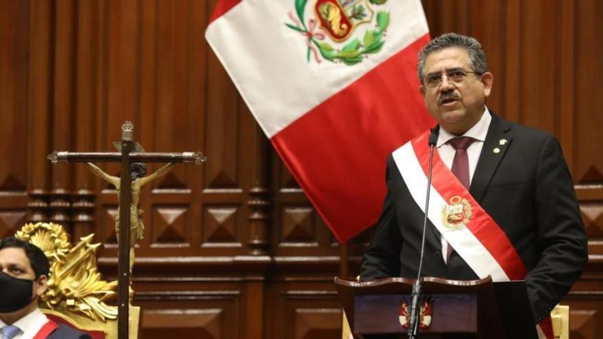 Manuel Merino jura como presidente de Perú tras la destitución de Vizcarra