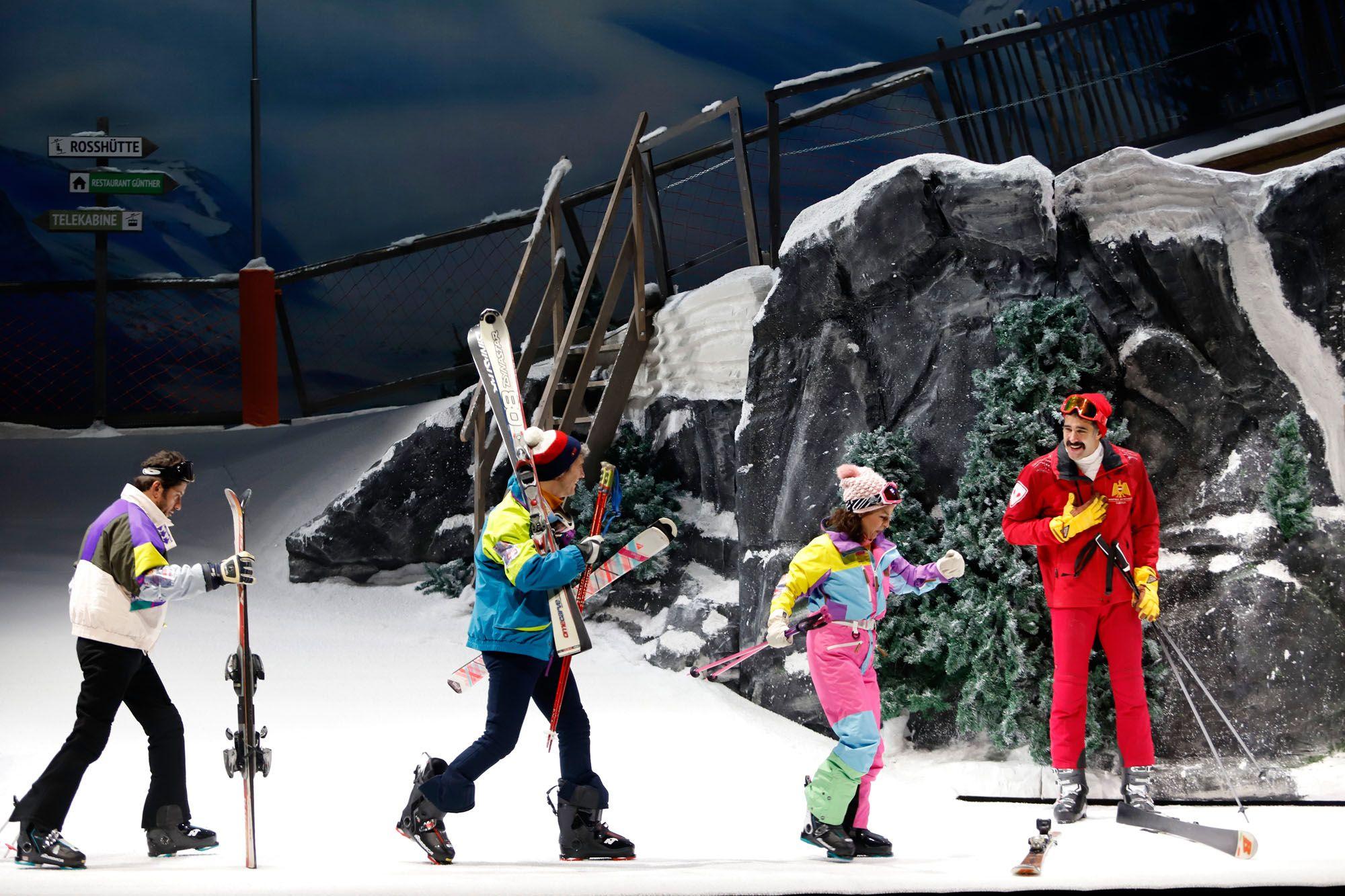 Imágenes del pase de prensa de 'En la pista', la nueva producción del Teatro del Soho