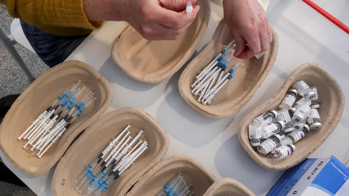 Preparació de les dosis de les vacunes contra la Covid-19
