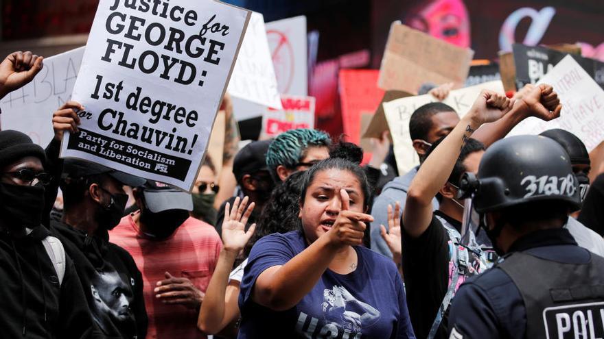 El FBI dice que los supremacistas blancos están tras los incidentes racistas