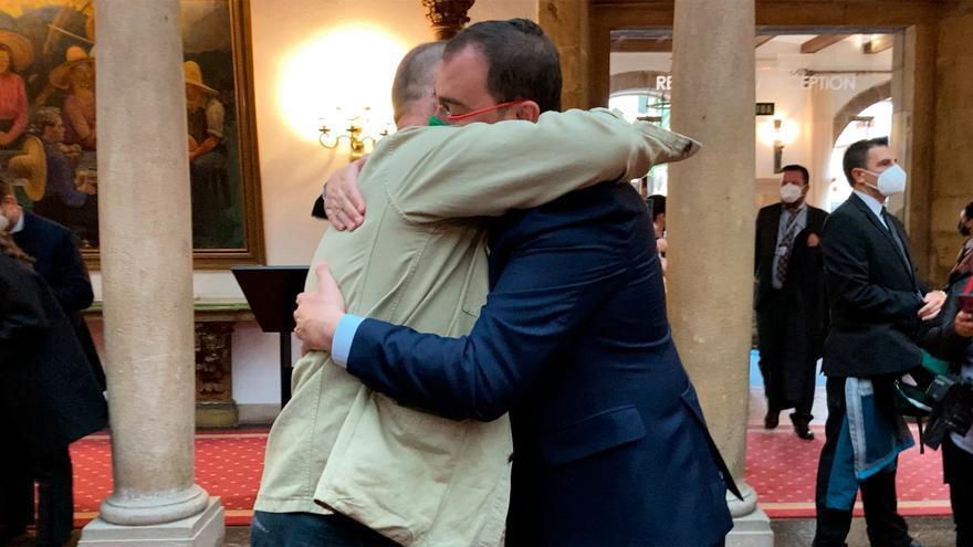 José Andrés, el premiado más fotografiado y el abrazo con Barbón