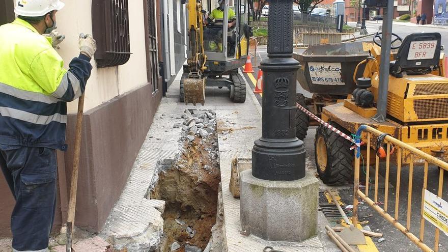 Aparece un proyectil de la Guerra Civil en la zanja de una obra en Oviedo
