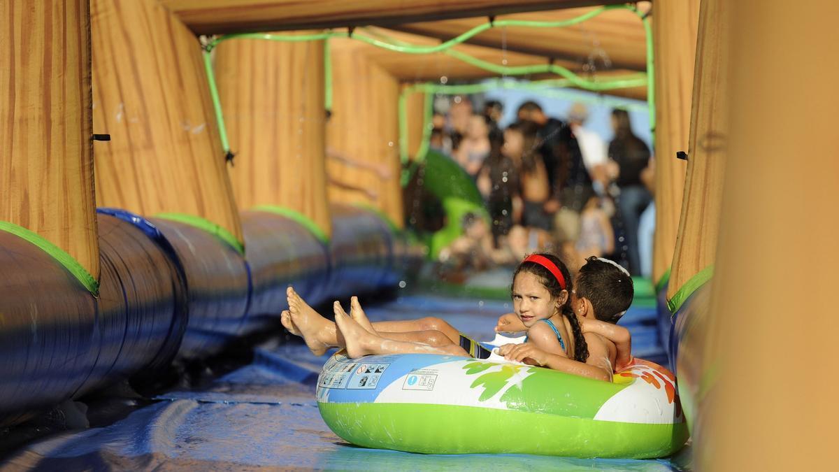 Para el próximo mes de julio está prevista la instalación de un tobogán gigante acuático.