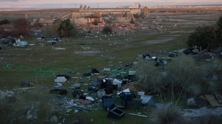 Exigen prisión a un zamorano por tirar residuos tóxicos en Las Chanas
