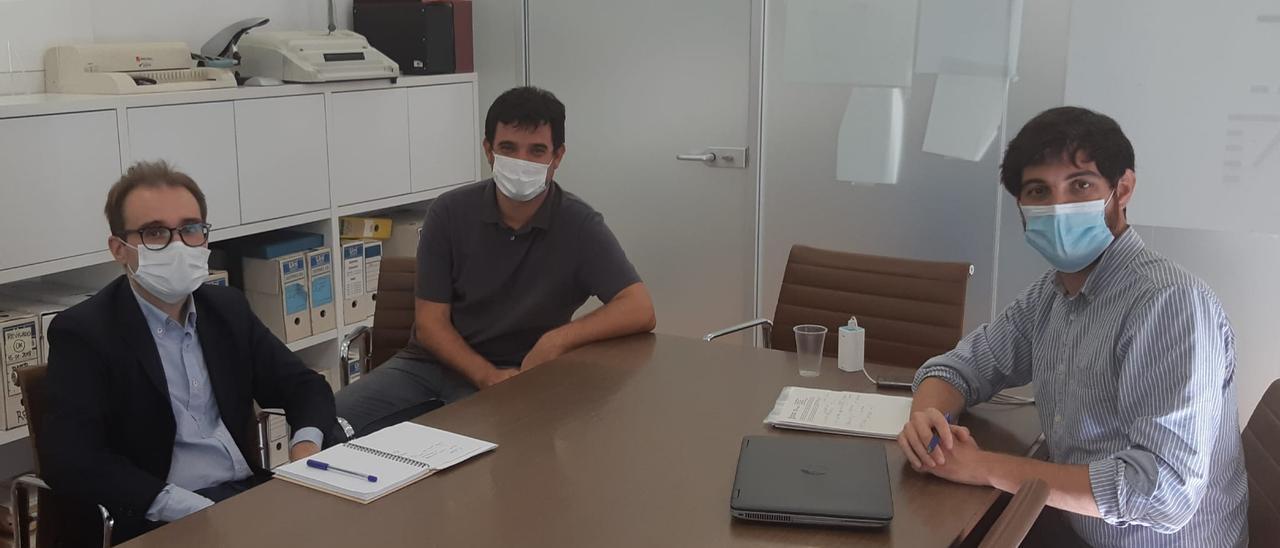 El edil de Vivienda y el alcalde, en una reunión con la Generalitat.