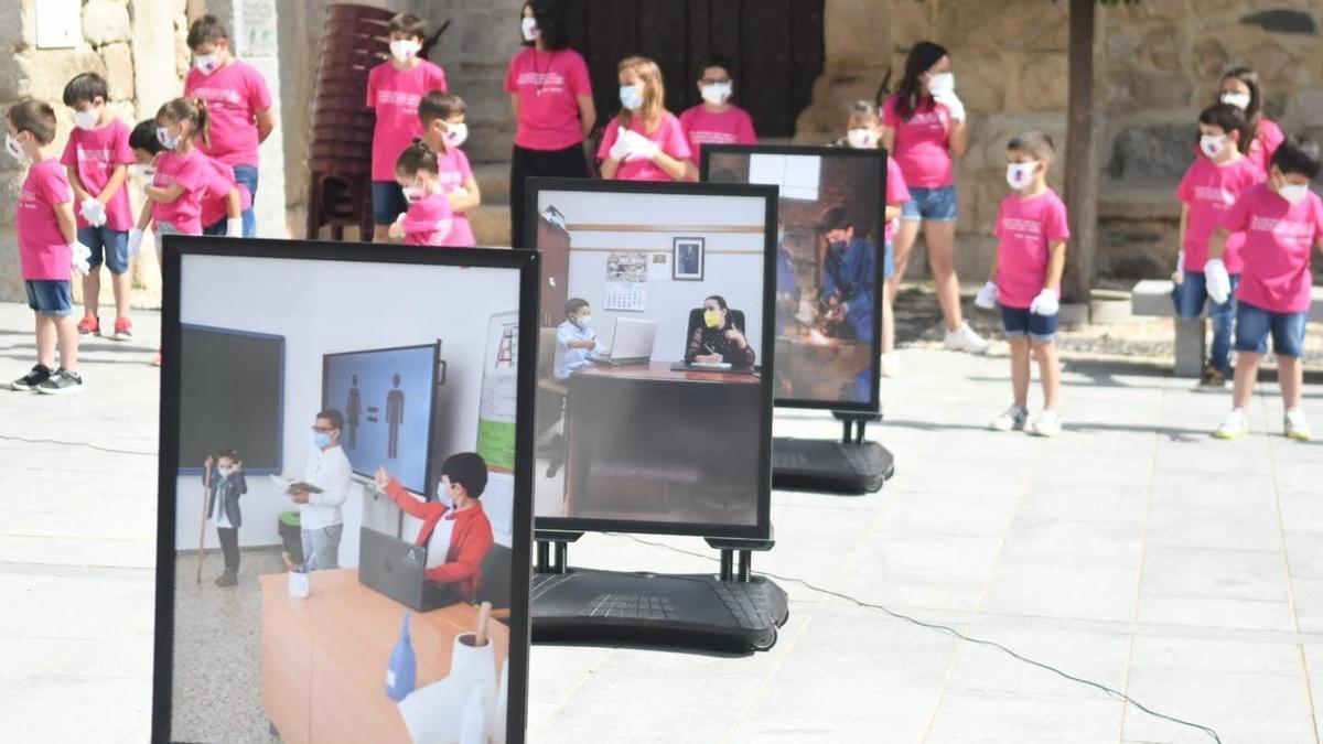 Exposición en el colegio Virgen de las Cruces de El Guijo.