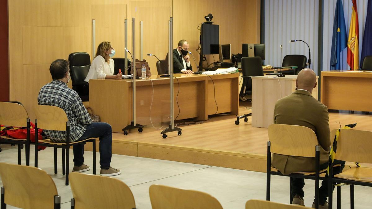 Los dos acusados, esta mañana, ante el juez