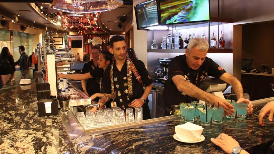 Visita a Hard Rock Café en Muelle Uno