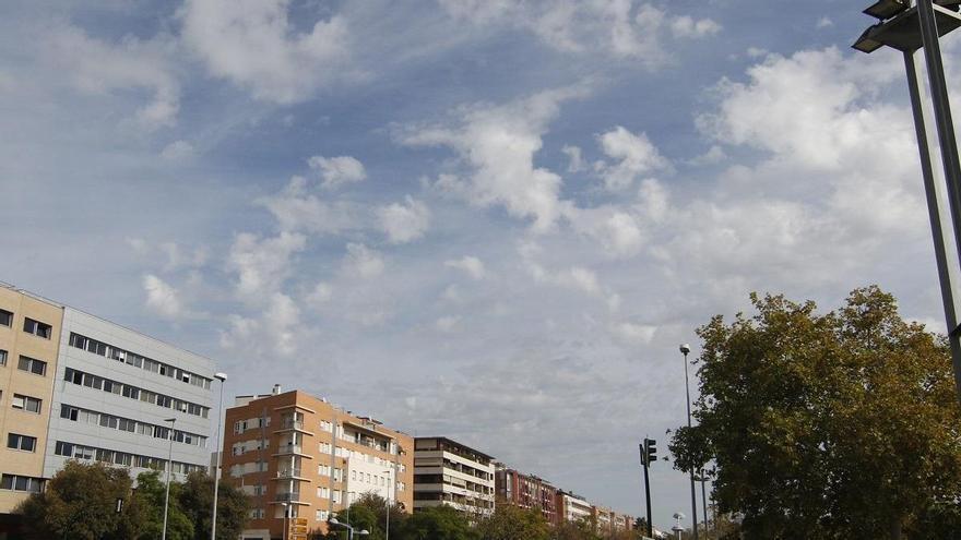 El tiempo en Córdoba: intervalos de nubes medias y altas y una máxima de 35 grados