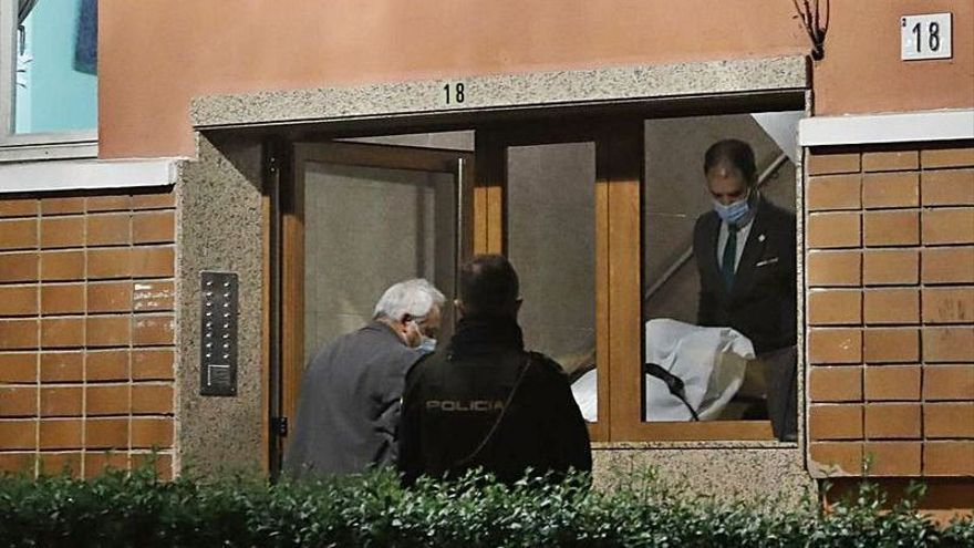 """Habla un nieto de la mujer fallecida en Gijón al caer por la ventana cuando tendía: """"Tuvo muy mala suerte"""""""