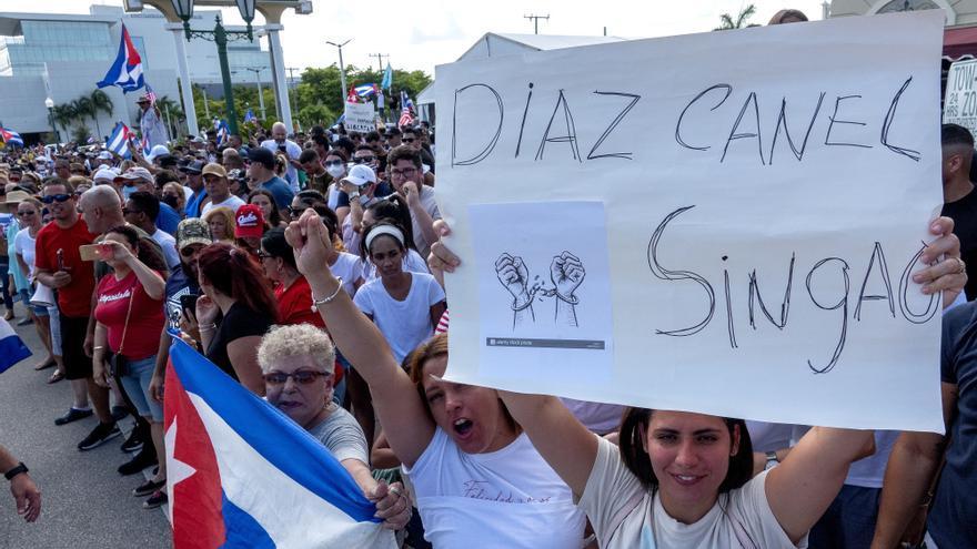 Los cubanos de Miami se unen a las protestas