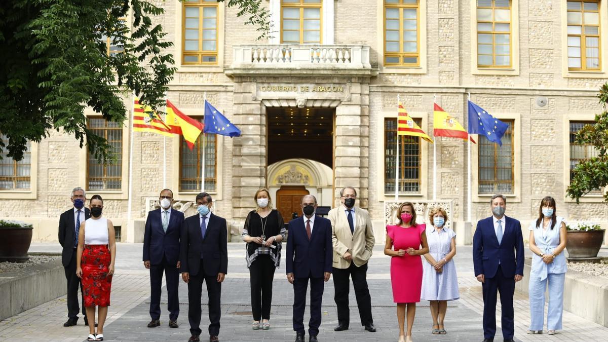 El Gobierno de Aragón, con los cuatro socios de PSOE, PAR, Podemos y CHA, ha hecho balance de sus dos años de Gobierno en el patio de la Sala de Columnas del Pignatelli.