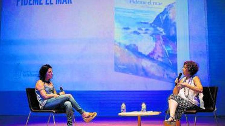Naiara Serrano mostra la seua primera novel·la a Rafelbunyol