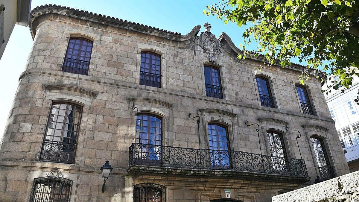 Vista frontal de la Casa Cornide.   | // CARLOS PARDELLAS