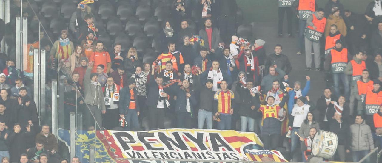 Los aficionados de la Penya Rusos, presentes ayer en Krasnodar.