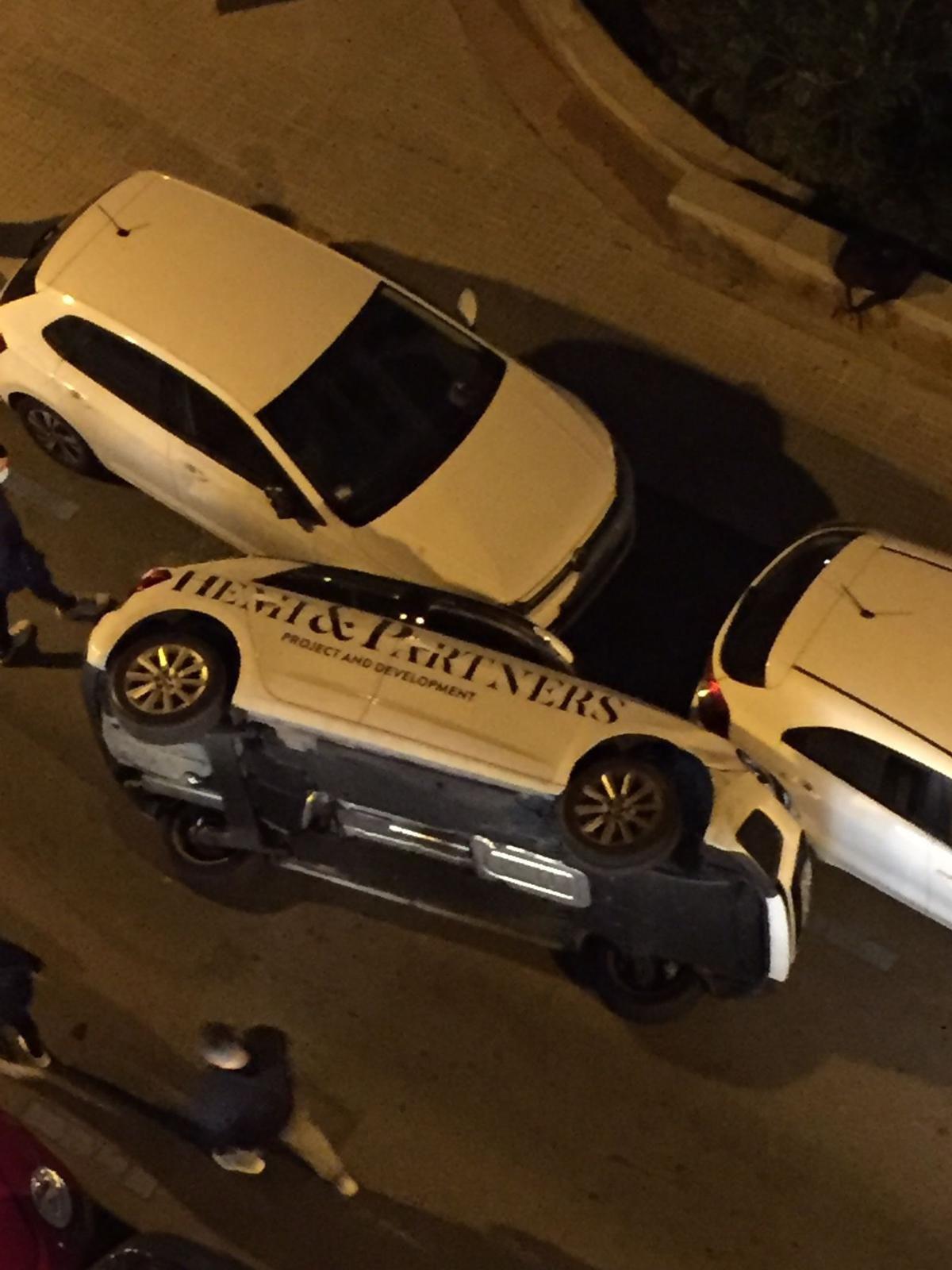 Aparatoso accidente de un coche en el centro de Palma