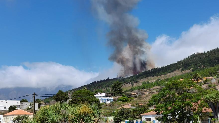 Cumbre Vieja entra en erupción.