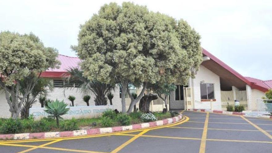 El CSIF exige la contratación de 25.000 sanitarios y el blindaje de las prisiones