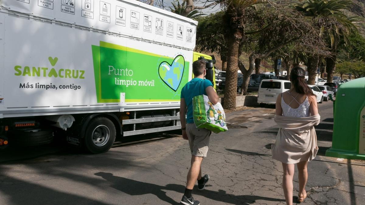 Punto Limpio instalado en uno de los barrios de Santa Cruz de Tenerife.