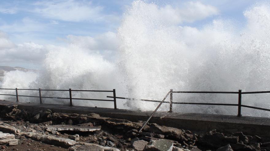 El Gobierno de Canarias declara la situación de alerta por fenómenos costeros