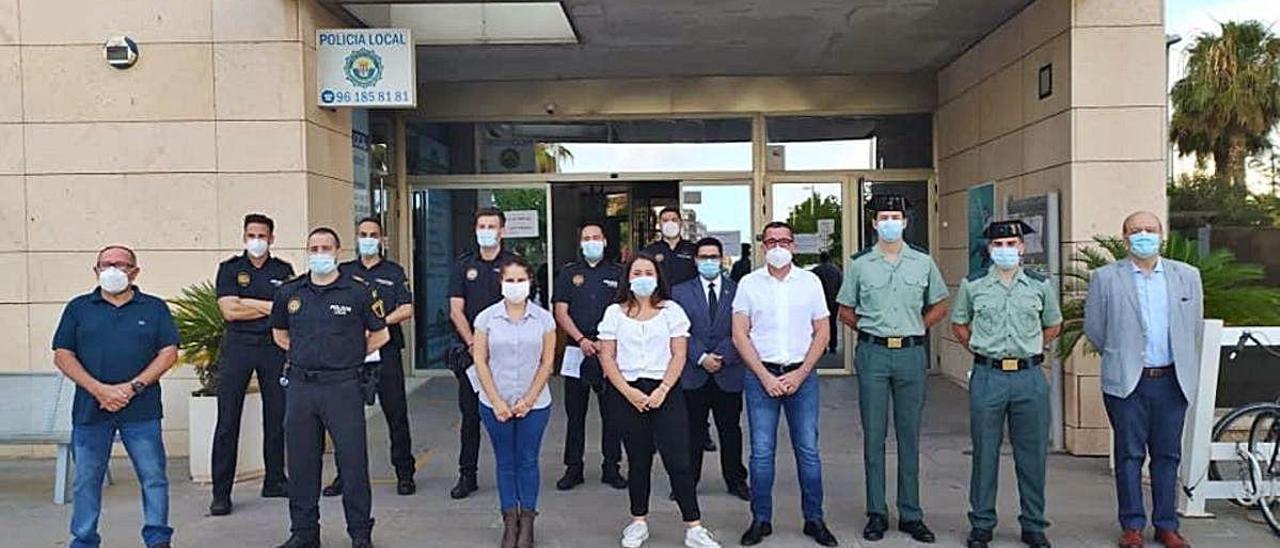 Corporación de Bonrepòs el día que aprobó el pleno un homenaje a la Guardia Civil.