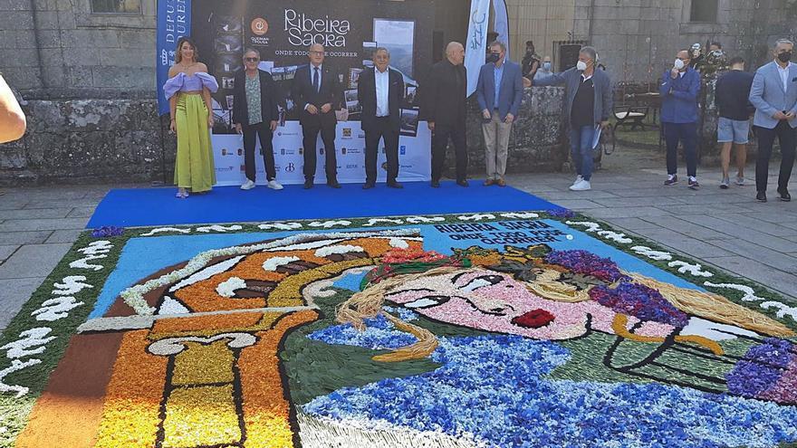 Alfombristas de la comarca participan en un tapiz en la Ribeira Sacra
