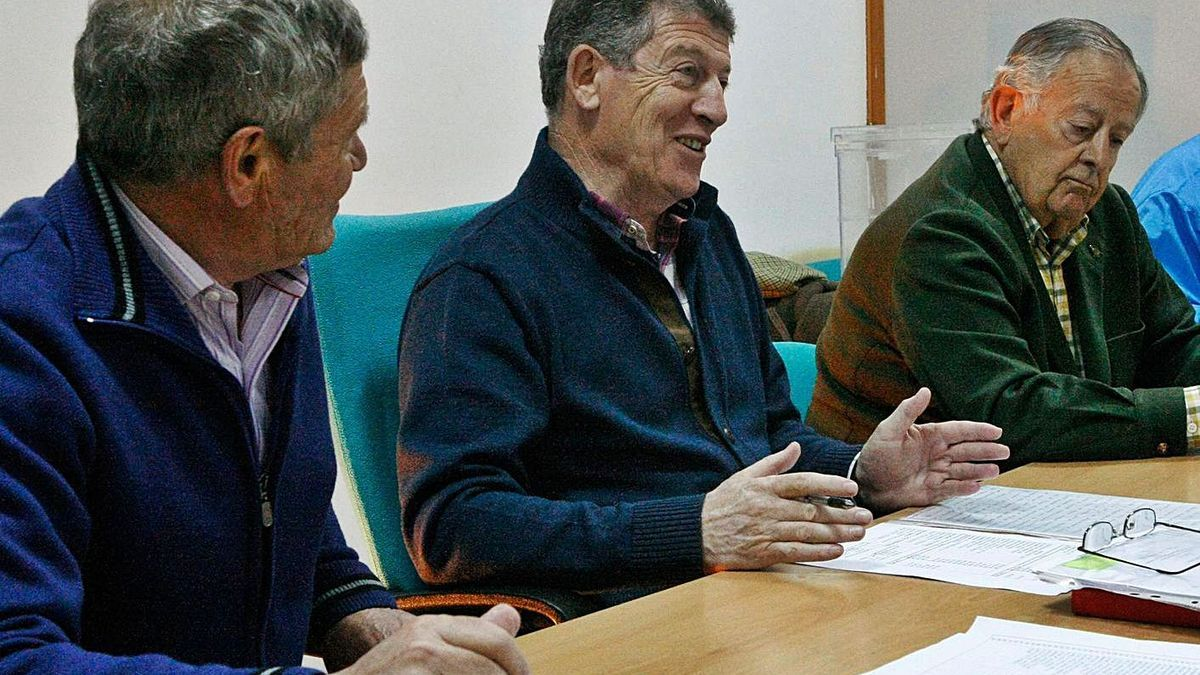 José Antonio Prada -en el centro- junto a otros miembros de su equipo en la Delegación Provincial. / LOZ