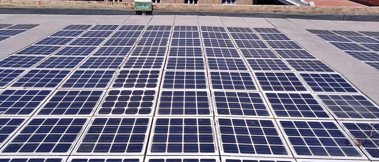 El edificio de Tabacalera cuenta con paneles solares para abastecerse de energía fotovoltaica. | LEVANTE-EMV
