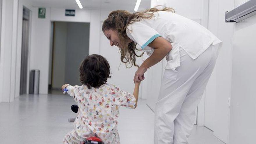 Quirónsalud mejora la experiencia del paciente infantil con réplicas de motos GP con motivo del Gran Premio Motul de la Comunidad Valenciana