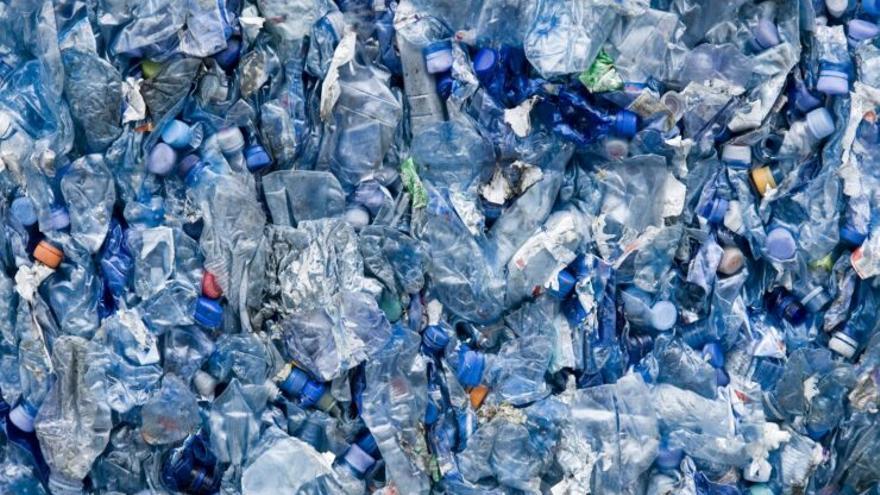 El plàstic continua creixent: aquests són els objectius de la UE per a 2030