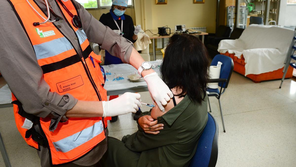 Imagen de una persona vacunándose.