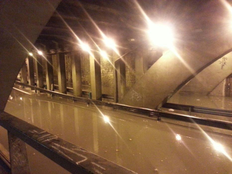El túnel entre la GV Germanías y la plaza de España, en Valencia, inundado.