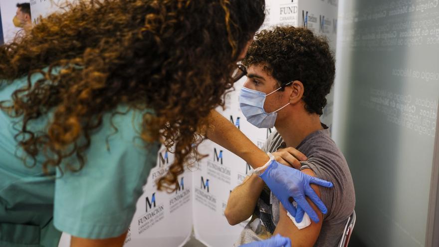 """El presidente del Colegio de Médicos confía que la pandemia """"esté casi resuelta"""" en dos meses"""