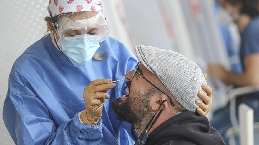 Torrevieja detecta dos profesores del mismo IES contagiados por el virus entre los 1.070 test de antígenos realizados ayer