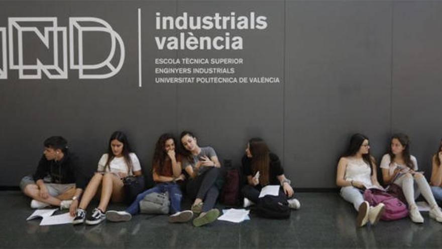 Indignación entre los alumnos valencianos por el examen de Matemáticas de Selectividad