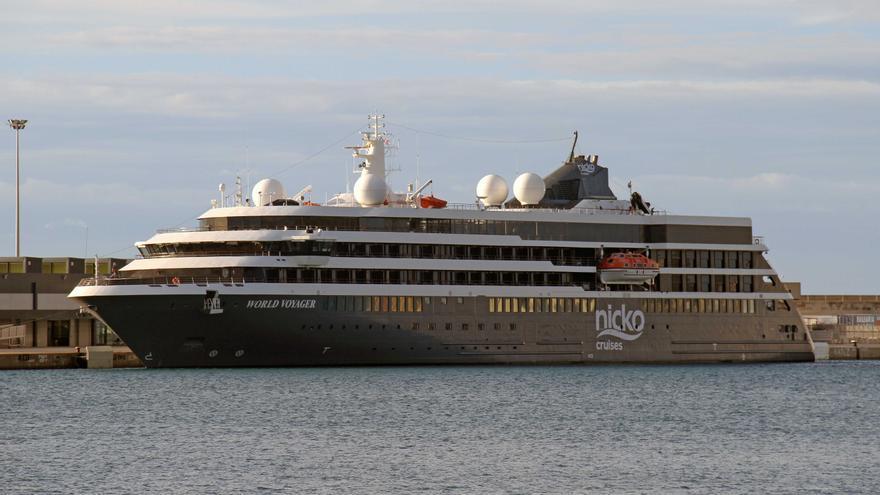 Primera visita al puerto de Palma del buque de cruceros 'World Voyager'