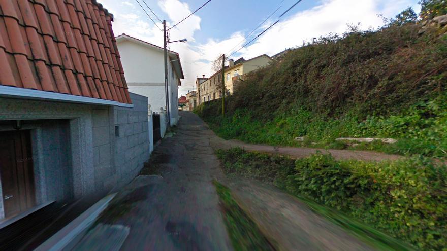 Escapa borracho de la Policía y se empotra contra tres coches en Vigo