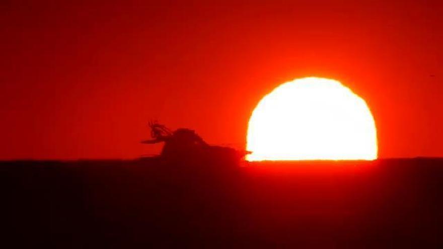 El amanecer de Guardamar del Segura se convierte en todo un espectáculo visual