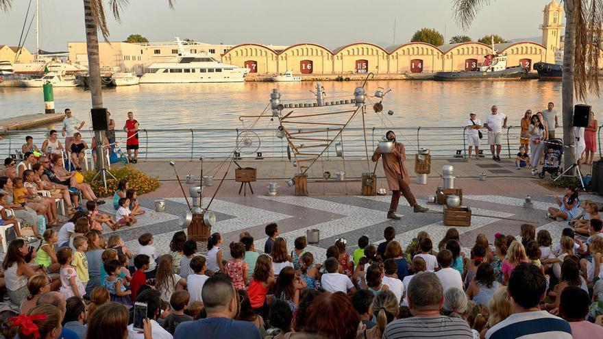Gandia retoma las actuaciones culturales en el Moll dels Borja