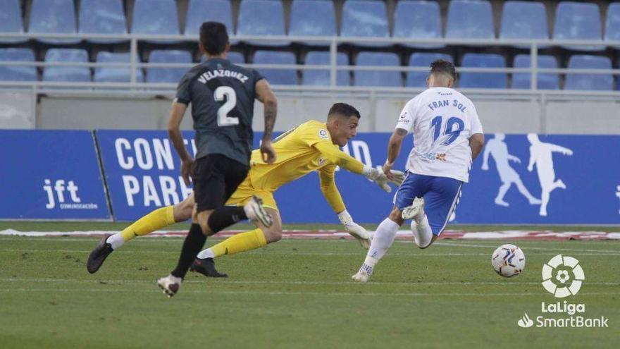 El Tenerife gana al Rayo al final y respira