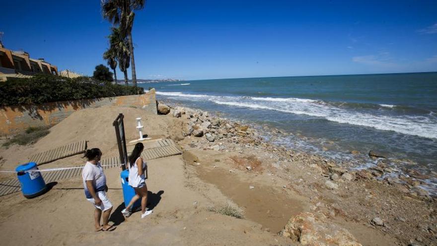 Indignación en Tavernes por la negativa a reponer arena en la Goleta