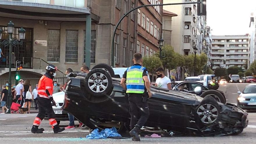 El conductor del coche volcado en Gran Vía cuadriplicaba la tasa de alcoholemia