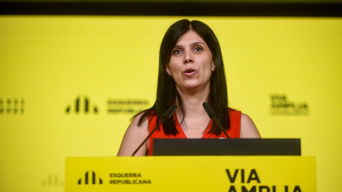 Pla mitjà de la portaveu d'ERC, Marta Vilalta, en roda de premsa aquest dilluns 14 de juny. (Horitzontal)