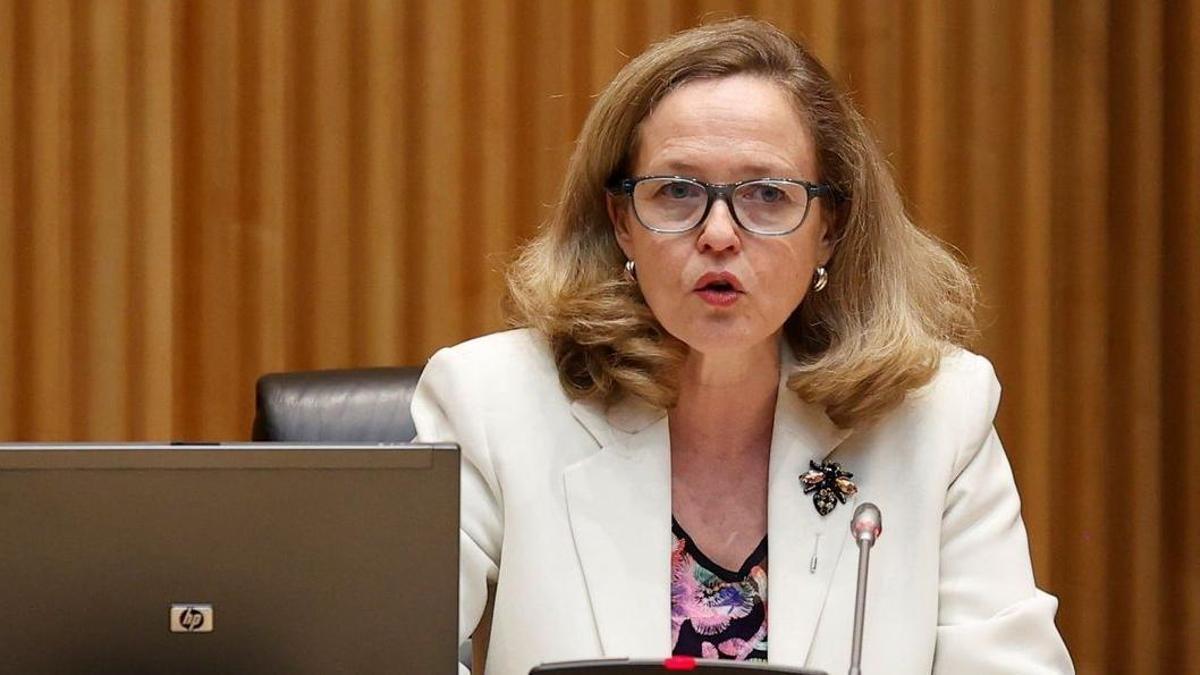 La vicepresidenta económica, Nadia Calviño, en la Comisión Mixta para la UE en el Congreso de los Diputados.