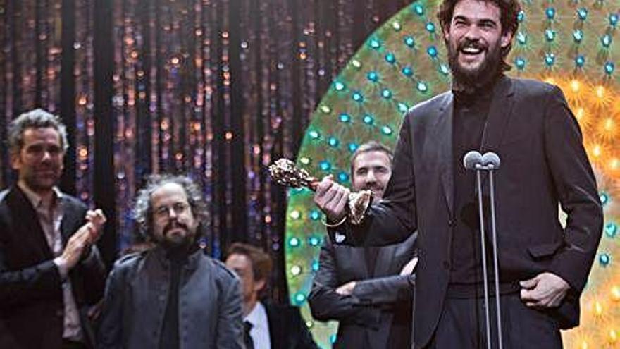 El coruñés Oliver Laxe gana el Gaudí a la mejor película europea con 'O que arde'