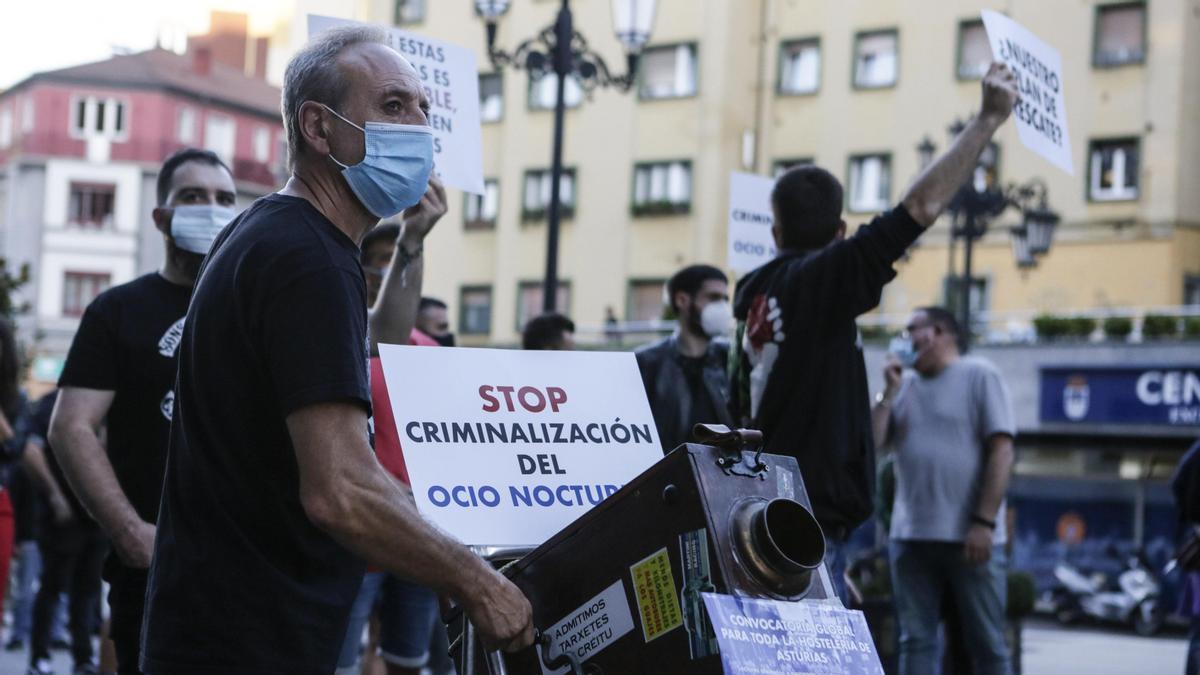 Manifestación de empresarios del ocio nocturno durante el primer desconfinamiento.