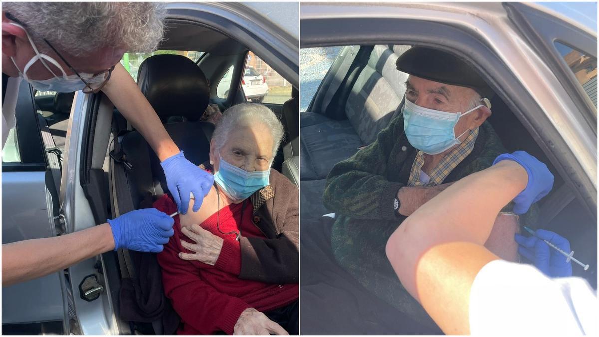 Amparo March y José Pons recibiendo la vacuna esta mañana.