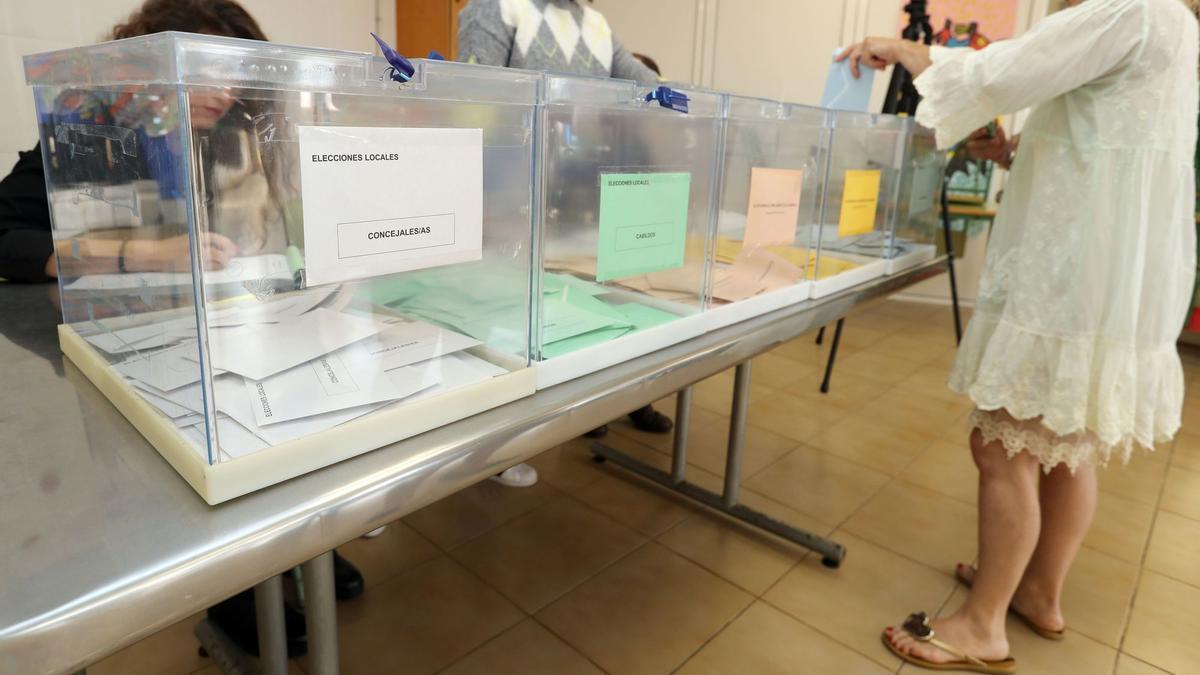 Imagen de archivo de una mesa electoral