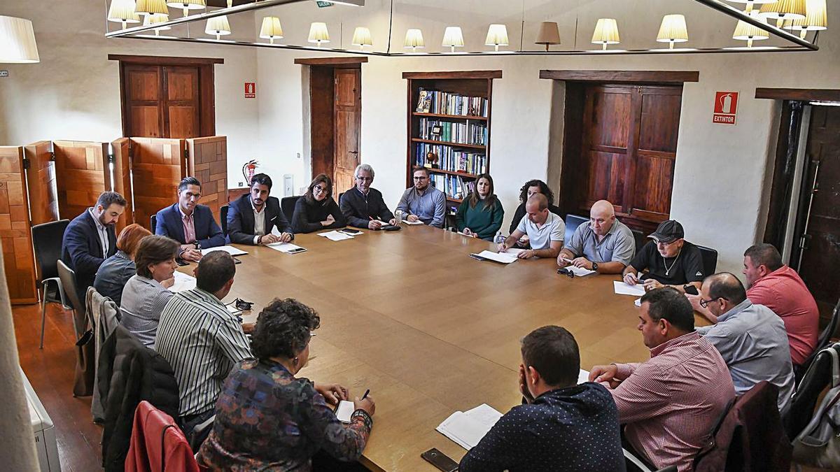 Una reunión entre el actual gobierno local y la FAV Aguere